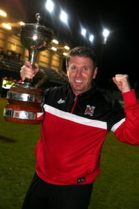 martin gray with the championship trophy 2
