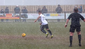 Stephen Thompson scores from the spot