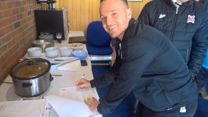 Stephen Thompson signs a new two year contract